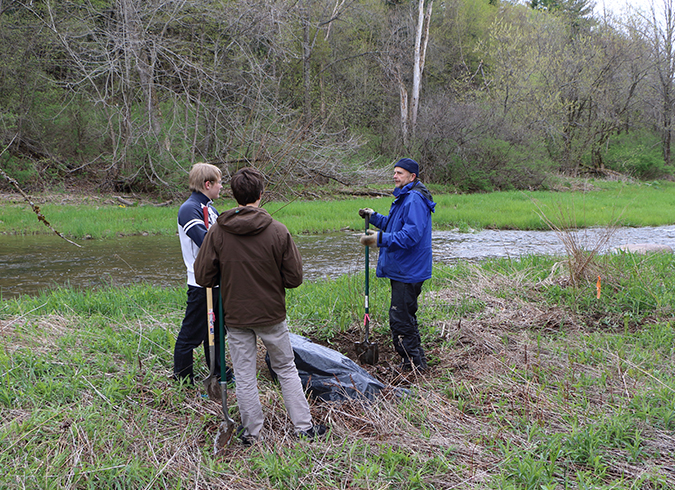 ULRNA Tree Planting with Middlebury Union HS May 16 2016 Canon 7D MII photo by JODonnell (47)